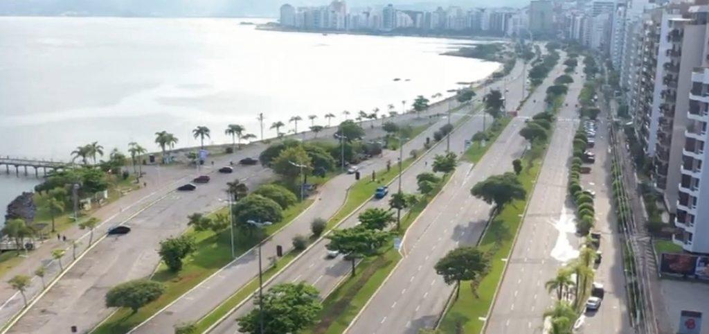 Avenida de Florianópolis vazia por conta da pandemia de coronavírus